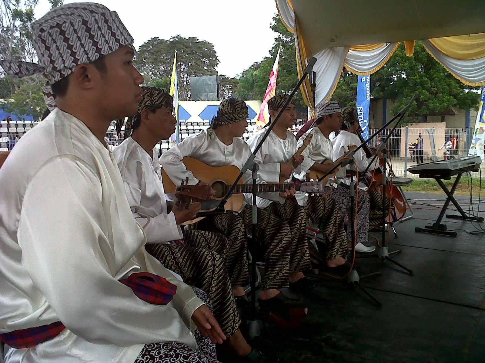 Para pemain musik Tingkilan di Upacara Pembukaan Erau 2012